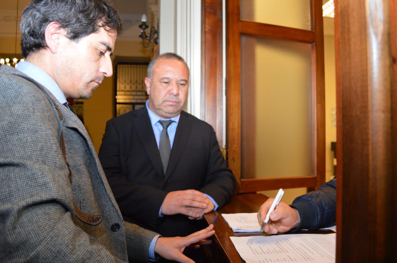 Alcalde de Quintero presenta recurso de protección por la emisión de gases tóxicos en la comuna.