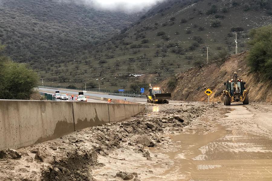 Ministro Moreno entrega reporte de obras de emergencia por intensas lluvias en la zona centro sur del país
