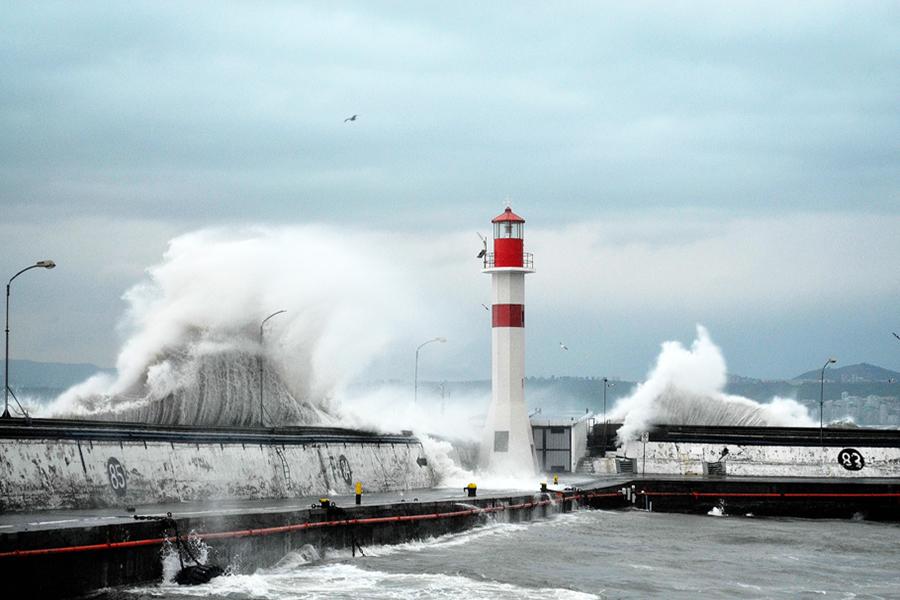 La Armada informa aviso de marejadas para las costas del país